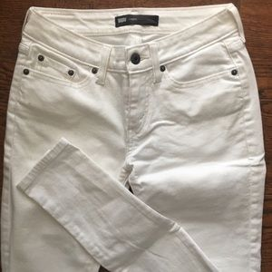 Levi's High Rise Jegging In White